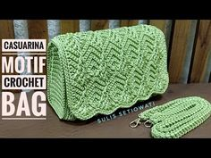 Marvelous Crochet A Shell Stitch Purse Bag Ideas. Wonderful Crochet A Shell Stitch Purse Bag Ideas. Gilet Crochet, Crochet Shell Stitch, Crochet Clutch, Crochet Handbags, Crochet Purses, Crochet Stitches, Crochet Baby, Knit Crochet, Crochet Purse Patterns