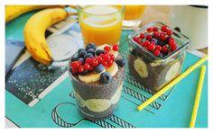 áfonyás chia puding (4 púpos ek. chia mag, 3 dl mandulatej, 3 marék áfonya, 1 ek. kókuszreszelék, 1 ek. méz) #breakfast
