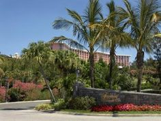 Southampton Fairmont Southampton Bermuda, Central America and Caribbean Stop at Fairmont Southampton to discover the wonders of Southampton. The hotel offers a wide range of amenities and perks to ensure you have a great time. To be found at the hotel are 24-hour front desk, facilities for disabled guests, car park, room service, airport transfer. Television LCD/plasma screen, air conditioning, desk, mini bar, balcony/terrace can be found in selected guestrooms. The hotel offe...