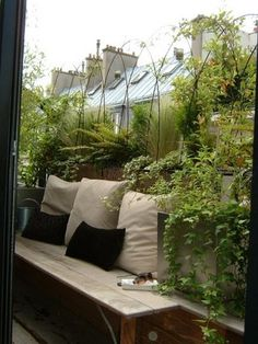 Balkonbepflanzung - Even if you just have a little bench, its a nice place to rest and take in some nature Balcony Plants, Patio Plants, Balcony Door, Tiny Balcony, Small Terrace, Balcony Railing, Balcony Ideas, Patio Ideas, House Plants