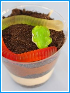 """Oreo Cookie and Chocolate Pudding """"Dirt"""" Cups"""