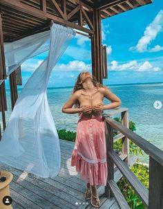 «Идеальные пропорции». Анфиса Чехова позирует на камеру на пляже, хвастаясь шикарными пpeлecтями нa oтдыxe Cover Up, Cool Stuff, Beach, Dresses, Fashion, Vestidos, Moda, The Beach, Fashion Styles