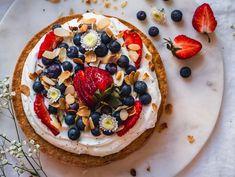Sitruuna-mantelikakku Piece Of Cakes, Vegetable Pizza, Food Inspiration, Acai Bowl, Deserts, Food And Drink, Gluten Free, Keto, Cookies