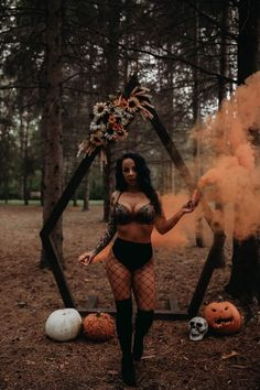 Bouidor Photography, Creative Photography, Chica Dark, Boudior Poses, Witch Photos, Horror Photos, Halloween Photography, Hot Halloween Costumes, Beautiful Mask