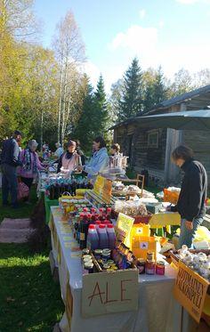 Osa kauppiasto myy tuotteitaan jo ale-hinnoin. Nopeat tekevät varmasti hyviä löytöjä. Oulu (Finland)