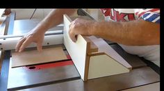 Abordo passo a passo como construir um JIG para confecção de caixinhas com Finger Joints ou Juntas usando Serra de Bancada e lâmina de serra comum ou Single ...