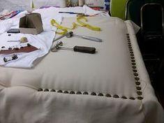 Vamos a comenzar esta nueva temporada con un nuevo cabecero tapizado. Un interiorista con el que trabajamos habitualmente, nos hizo un en...