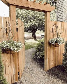 DIY Garden Gates Projects DIY Garden Gates Projects The perennial lawn is one method to beat the need to redo your garden every year and does have a tendency to decrease Cerca Diy, Backyard Gates, Small Backyard Landscaping, Landscaping Ideas, Fenced In Backyard Ideas, Backyard Pools, Narrow Backyard Ideas, Dog Backyard, Florida Landscaping