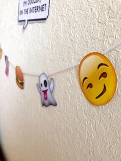 30 Best Of Emoji Decoration Ideas . Diy Emoji Garland Birthday In 2019 Emoji Decorations, Elegant Party Decorations, 1st Anniversary Gifts, Boyfriend Anniversary Gifts, Emoji Bedroom, Emoji Cupcake Toppers, Emoji Craft, Diy Garland, Garland Ideas