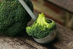 Why is broccoli mostly ineffective when we cook it? Is there a special way we need to prepare and cook broccoli in order to get the maximum cancer fighting benefits? What are we all doing wrong when we cook broccoli? Crack Broccoli, Broccoli Soup, Frozen Broccoli, Cleanse Recipes, Diet Recipes, Healthy Recipes, Healthy Food, Fat Burning Foods, Cleaning Recipes