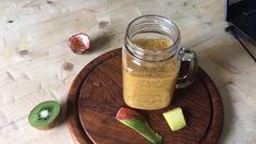 Smoothie met passievrucht en mango. Een lekkere tropische smoothie met mango en passievrucht. Dat is deze gezonde mango smoothie zonder yoghurt. Het recept vind je op organichappiness.nl