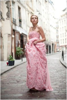 Pink wedding dress Paris | Image by Jessica Maida Photography, see more http://www.frenchweddingstyle.com/pink-wedding-dress/