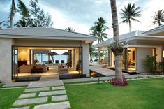 Inasia Beach Villa is an elegant contemporary Thai retreat with a panoramic vision over the Five Island beach. Inasia Beach Villa is in Lipa Noi, Koh Samui. Beautiful Villas, Beautiful Homes, Style At Home, Indoor Zen Garden, Modern Villa Design, Hawaii Homes, Koh Samui, Samui Thailand, Indian Homes