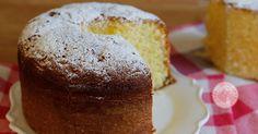 Il ciambellone classico della nonna, una ricetta jolly che non può certo mancare nel vostro ricettario. Semplice, altissimo e sofficissimo.
