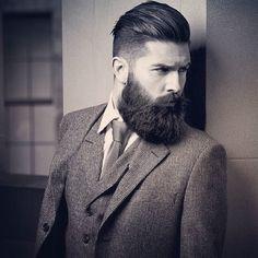 Feliz sábado  #barberlife #barbershop #beardcare #grooming #beardgang #moustaches  #bearded #barba #beardy #instabeard #beardnation #beardoil #beard  #barbas #beardedmen #beardlove #beardgrooming #groomingproducts  #beardedman #beardporn #beardlife #barbudos #españa #madrid #barcelona #gay #matinee by lamejorbarba
