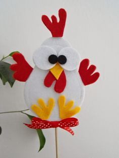 The ice-cream parlour: 1 pin al mese: febbraio Easter Art, Easter Crafts For Kids, Diy For Kids, Felt Crafts, Diy And Crafts, Paper Crafts, Felt Ornaments, Christmas Ornaments, Chicken Crafts