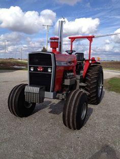 Big Tractors, Ford Tractors, Vintage Tractors, Massey Tractor, Tractor Photos, Tractor Pulling, Classic Tractor, Old Farm, Trucks