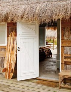 Lovely white door to this surf shack #beach #surfboard