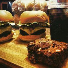 La cena y el postre directo a tu casa! De la mano de  @shishishamburguesa  Vive la #shishisexperiencia  #delivery #homeburger #food #yummy #haztenotar #paraguana #PuntoFijo