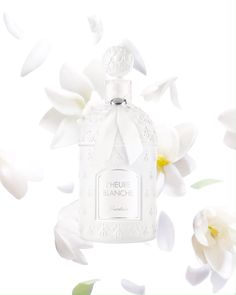 Unexpected, fresh, L'Heure Blanche's delicate top notes give way to harmonious florals - jasmine, iris - culminating with echoes of white amber and heady musk. Light as air, fleeting and intense as a dream. Musk Perfume, Fragrance Parfum, Perfume Bottles, Visual Advertising, Creative Advertising, Interactive Web Design, Cute Love Gif, Cosmetic Design, Ads Creative