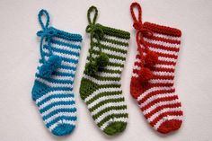 How to knit a Christmas stocking with two needles Large Christmas Stockings, Mini Stockings, Classic Christmas Decorations, Holiday Decor, The White Stripes, Stockinette, Crafts To Make, Wool, Knitting