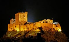 Extremadura Rural Tourism Holidays - Villa Apartment Cottage Hotel Bed & Breakfast Accommodation in Caceres, Badajoz. Beautiful Castles, Beautiful Buildings, Fortification, Spain And Portugal, Medieval Castle, Beautiful Places To Visit, Kirchen, Spain Travel, Monument Valley