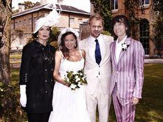 Jade Jagger, filha do vocalista do Rolling Stones, Mick Jagger, realizou sua cerimônia de casamento no sábado (30), em Oxfordshire, na Inglaterra. Aos 40 anos, a designer de joias registrou a sua união com o promoter Adrian Fillary em um hotel que reuniu seus pais - ela é filha do músico com Bianca Jagger