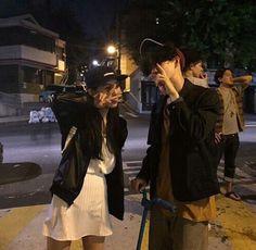 """sokap banget najis, geli gua-hr ""gas teros, ntar juga dapet""-th Was on : in btstaehyung in fanfiction Ulzzang Couple, Ulzzang Boy, Cute Korean, Korean Girl, Yoon Ara, Flipagram, Korean Friends, Couple Aesthetic, Korean Couple"