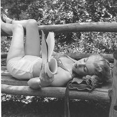 http://derekslark.hubpages.com/hub/Marilyn-Monroe-the-Poet-and-Reader