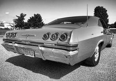 The body lines on these r awesome! Chevy Classic, Classic Cars, 1965 Chevy Impala, 66 Impala, My Dream Car, Dream Cars, Bike Photography, Car Advertising, Chevrolet Chevelle