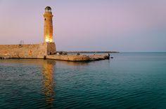 Faro en Rètino, Grecia / por Evgeny Markalev en 500px