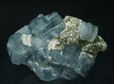 Fluorapatite with Pyrite, Siderite and Muscovite