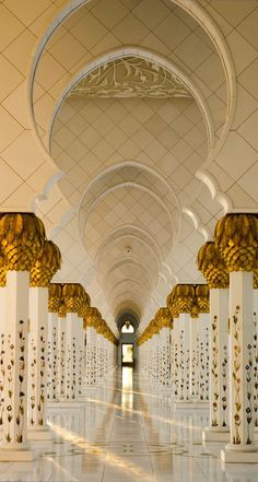 Beautiful Mosques, Beautiful Islamic Quotes, Beautiful Places, Beautiful Pictures, Abu Dhabi, Mosque Architecture, Art And Architecture, Ancient Architecture, Mekka Islam