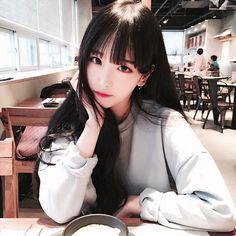 K-icons - Ulzzang girls - Wattpad Cute Asian Girls, Beautiful Asian Girls, Cute Girls, Cute Korean Girl, Korean Fashion Ulzzang, Korean Ulzzang, Korean Beauty, Asian Beauty, Moda Ulzzang