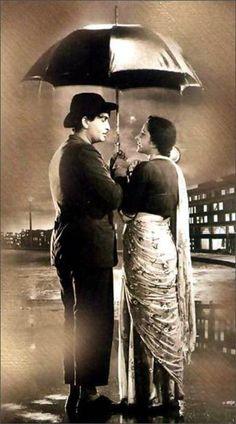 Raj Kapoor in Shree 420 with Nargis! Raj Kapoor- the greatest actor in Bollywood history Pyaar Hua Ikrar Hua Vintage Bollywood, Bollywood Theme, Bollywood Posters, Bollywood Cinema, Bollywood Actors, Bollywood Celebrities, Indian Bollywood, Jaisalmer, Udaipur