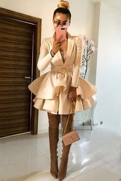 Every fashionista should have over the knee boots in her wardrobe this season. Explore how to match your boots with fall outfits in our gallery. Nye Outfits, Casual Skirt Outfits, Winter Outfits, Party Outfits, Winter Clothes, Black Knee High Boots Outfit, Over The Knee Boot Outfit, Beige, Colourful Outfits
