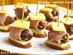Frigarui-aperitive-festive-2 Skewer Appetizers, Canapes, Appetizer Recipes, French Cocktails, Nibbles For Party, Cocktail Party Food, Food Themes, French Food, Prosciutto