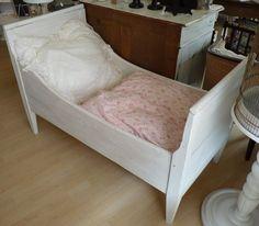 Simple Shabby antikes Kinderbett Biedermeier um