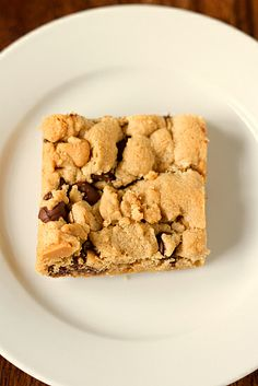 Peanut Butter Chocolate Chip Cookie Bars  um, i've been on a baking kick lately-i cut out the white sugar and added 1 cup of oats to the recipe = dynamite
