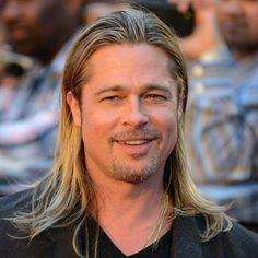 Brad Pitt Long Hairstyles - Best Brad Pitt Haircuts: How To Style Brad Pitt's Hairstyles, Haircut Styles, and Beard #menshairstyles #menshair #menshaircuts #menshaircutideas #menshairstyletrends #mensfashion #mensstyle #fade #undercut #bradpitt #celebrity #bradpitthair Quiff Hairstyles, Hipster Hairstyles, Side Swept Hairstyles, Celebrity Hairstyles, Brad Pitt Troy, Fight Club, Brad Pitt Haircut, Short Pompadour, Bleach Blonde