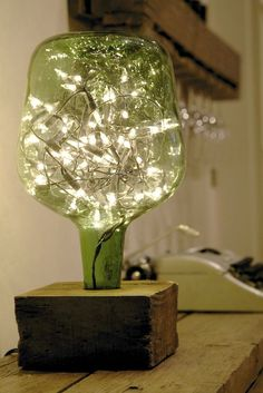 23 Ingenious ideas for transforming old glass bottles into extravagant lamps - DIY und Selbermachen - Welcome Crafts Wine Bottle Crafts, Bottle Art, Diy Bottle Lamp, Wine Bottle Lamps, Lighted Wine Bottles, Beer Bottle, Old Glass Bottles, Patron Bottles, Liquor Bottles
