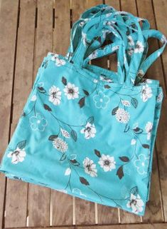 Reusable & Easily Maintained Market Totes - this tutorial teaches you how to sew these bags out of old bed sheets.