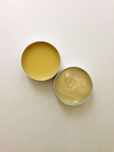 DIY Hair Pomade - 2 Recipes DIY Hair Pomade's - Wax on the left and texturizer on the right Diy Hair Paste, Diy Hair Wax, Natural Hair Care, Natural Hair Styles, Natural Beauty, Gel Wax, Diy Hair Pomade, Hair Balm, Sweet Orange Essential Oil