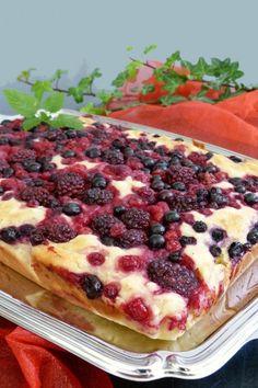 Gyors túrós-gyümölcsös sütemény