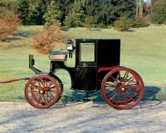 #Coupé der Familie La Roche #Basel, um 1895 Carrosserie fmann, Reinbolt & Christe, Successeurs // ENGLISH: Coupe  Basle, Carrosserie Kauffmann, Reinbolt & Christé &, Successeurs, formerly owned by the La Roche family ca. 1895 #Basel #kutschen #carriage #slide #pferdestaerken #horsepower #wagen #transport #museum #schweiz #ps