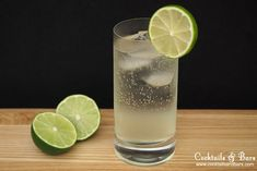How to make the Gin Rickey, an easy three ingredient drink with no sugar that is a refreshing combination of gin, fresh lime juice and soda. #gincocktails
