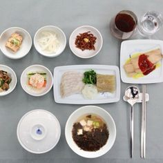 Korean Air's traditional Korean 'table d'hôte' in-flight meal is served on its first class on the Americas/Europe/Oceania/Southeast Asia rou...