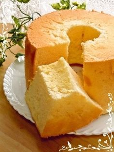Fluffy Plain Chiffon Cake Recipe by cookpad. Chocolate Chiffon Cake, Orange Chiffon Cake, Food Cakes, Sweets Recipes, Cake Recipes, Biscuits, Plain Cake, Batter Recipe, Light Cakes