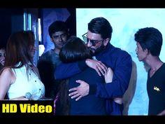 OMG ! Ranveer Singh KISSES his fans in public.