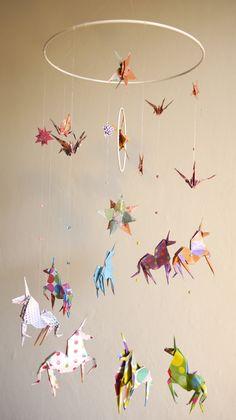 mobile aérien composé de licornes, d'étoiles et de grues @parisdepapiers